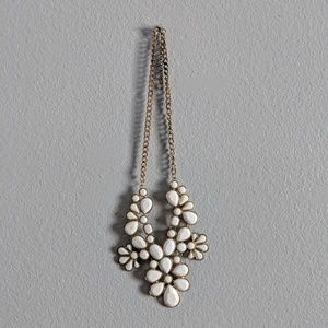 H&M • White & Gold Flower Necklace